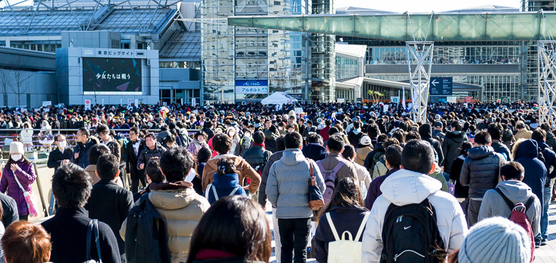 A huge crowd at the entrance to the Comiket venue.